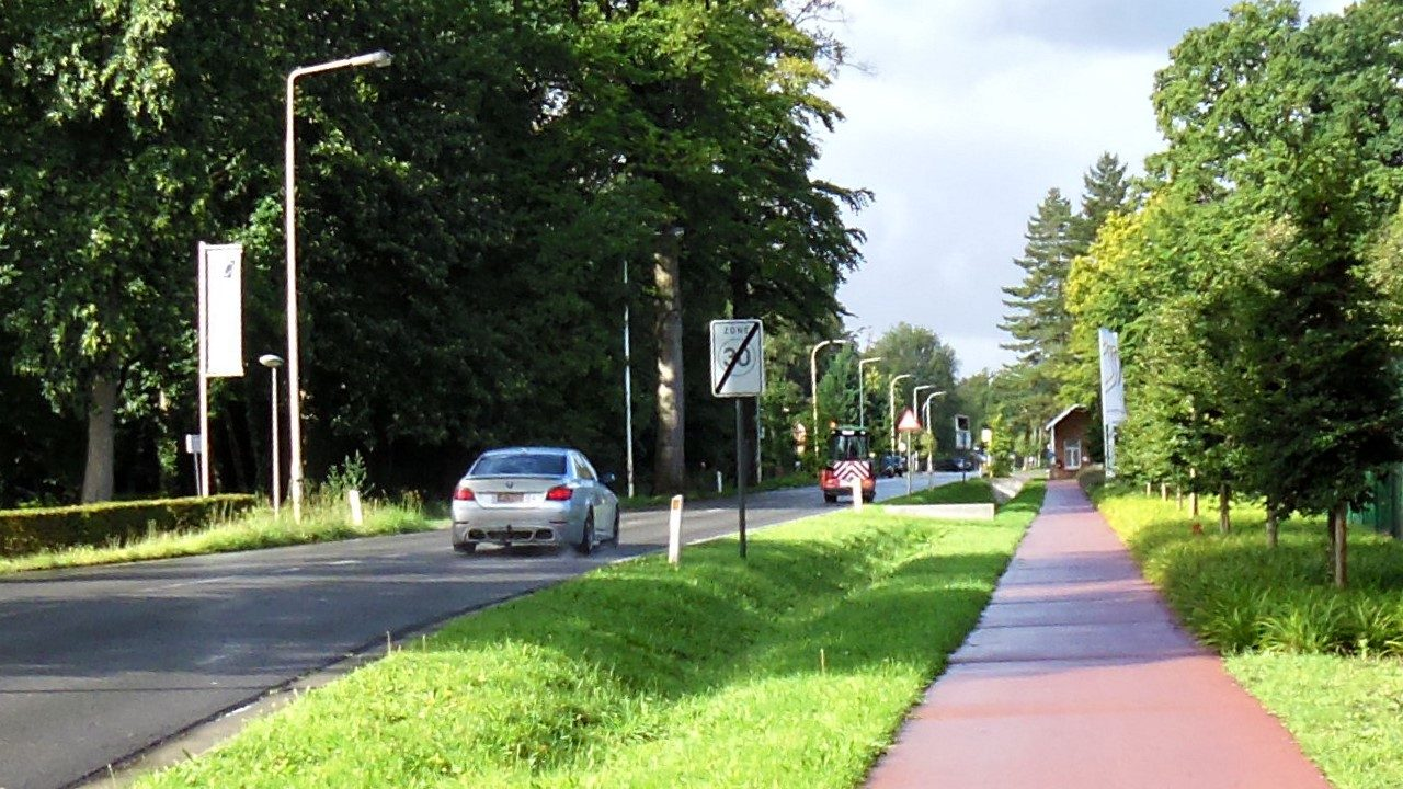 Het tweerichtingsfietspad langs de Moerkantsebaan in Essen scoort 7,4/10
